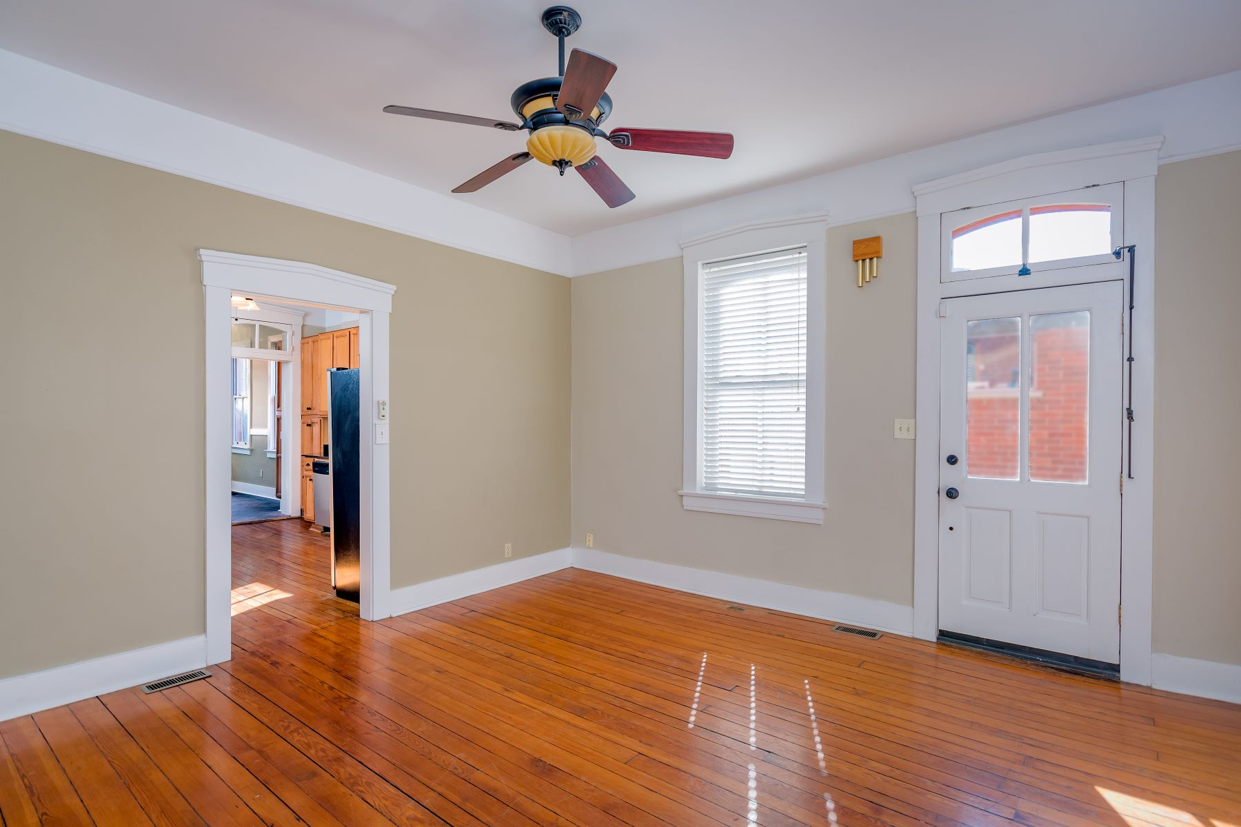 Additional photo for property listing at Adorable Southside Home 3716 Ohio Avenue St. Louis, Missouri 63118 United States