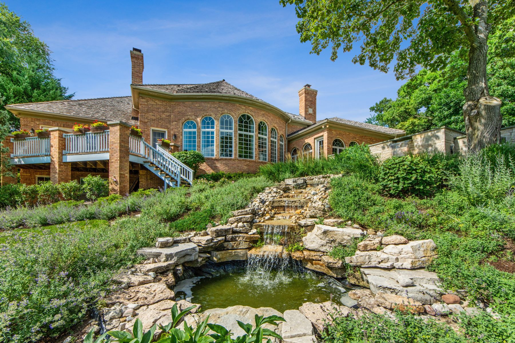 Additional photo for property listing at Stunning and Spacious Barrington Home 5 Hillburn Court North Barrington, Illinois 60010 United States