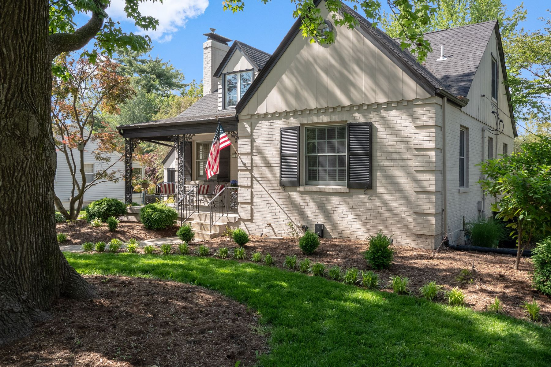 Additional photo for property listing at Charming Kirkwood Home! 1147 Kirkham Avenue Glendale, Missouri 63122 United States