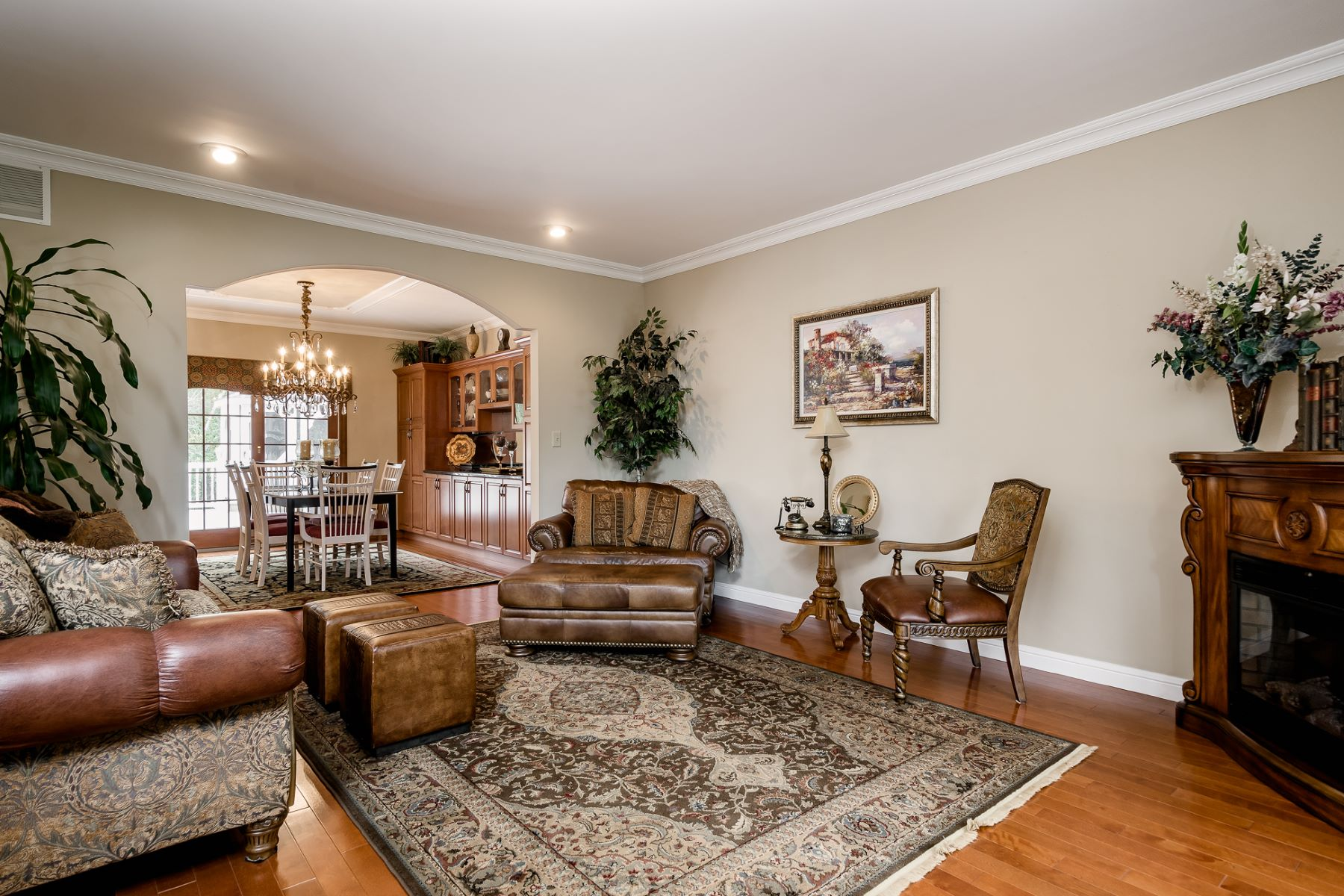 Additional photo for property listing at Reinterpreting Tradition in Monmouth Junction 34 Anderson Way, Monmouth Junction, New Jersey 08852 United States