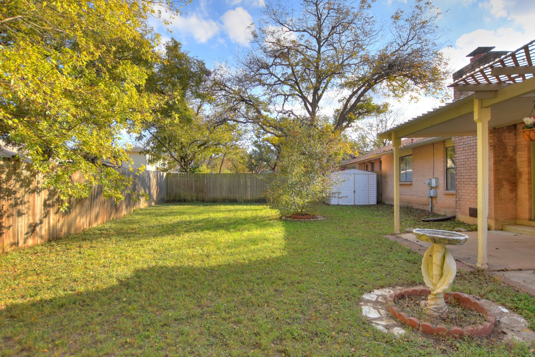 Additional photo for property listing at Open and Light Home in Coveted Anderson Mill 12113 Missel Thrush Court Austin, Texas 78750 United States