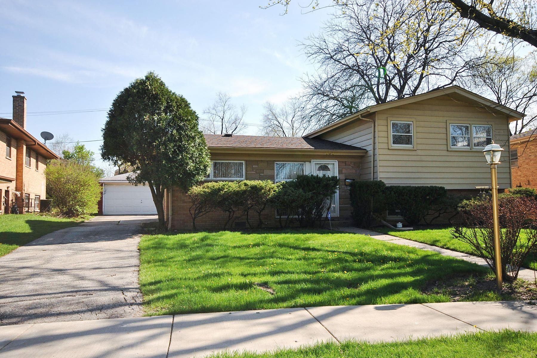 Single Family Homes 为 销售 在 Lovely Sun Filled Home 131 Millbrook Lane 威尔梅特, 伊利诺斯州 60091 美国