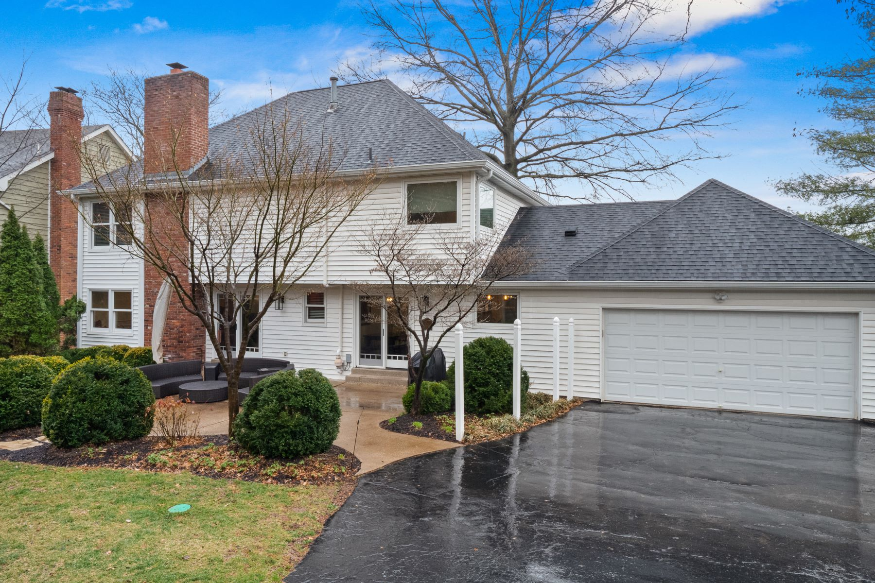 Additional photo for property listing at Stand-Alone Home with Condo Amenities 706 Cedar Field Court Chesterfield, Missouri 63017 United States