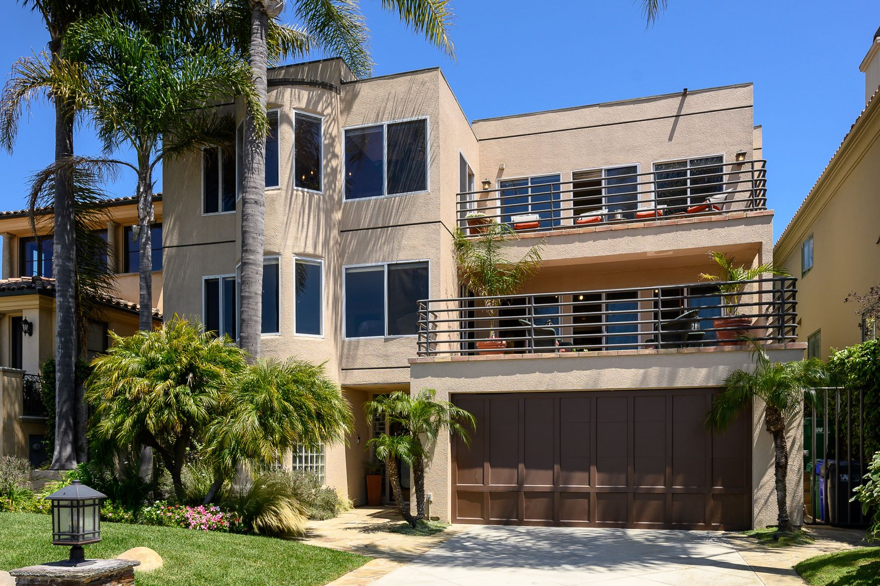 Single Family Homes for Active at 204 North Poinsettia Avenue, Manhattan Beach, CA 90266 204 North Poinsettia Avenue Manhattan Beach, California 90266 United States