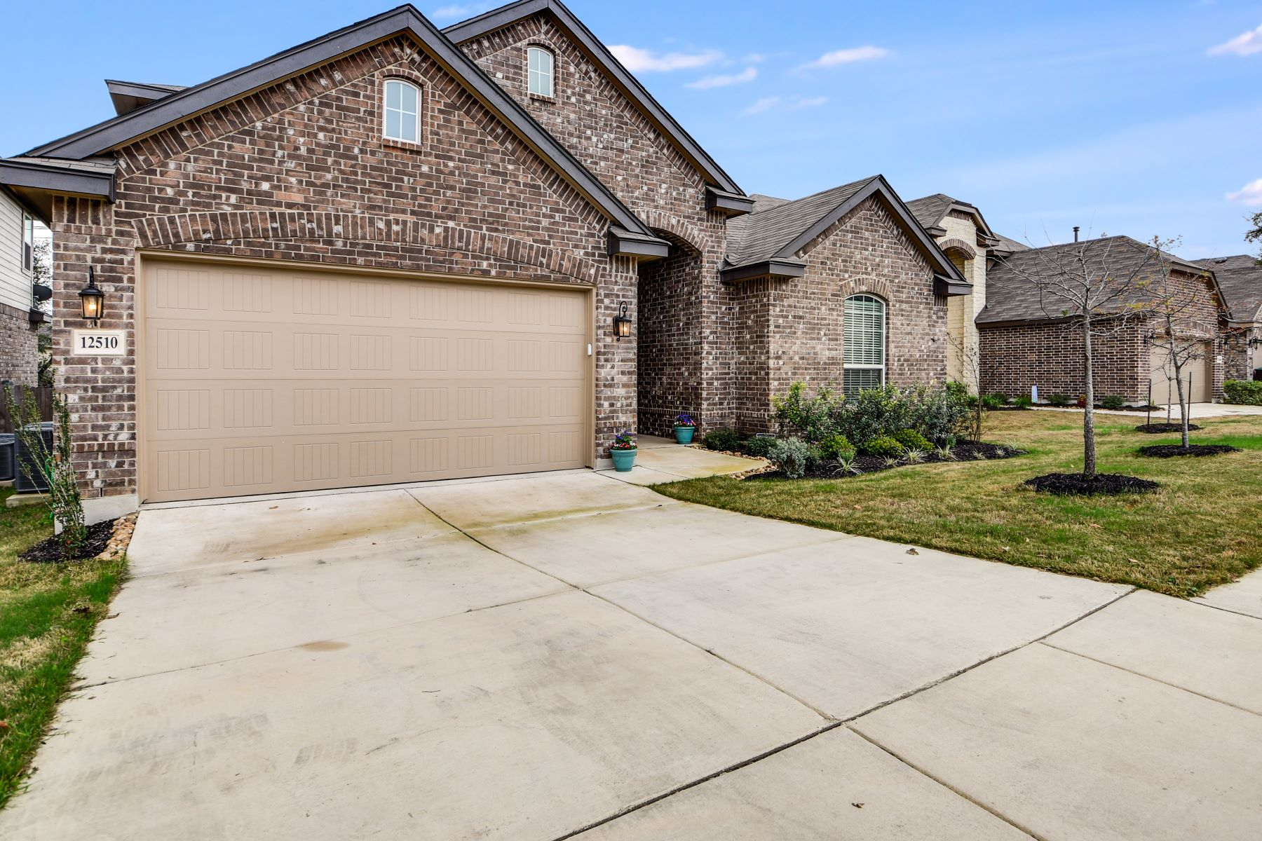 Additional photo for property listing at Impressive 1.5 Story in Alamo Ranch 12510 Loving Mill San Antonio, Texas 78253 United States