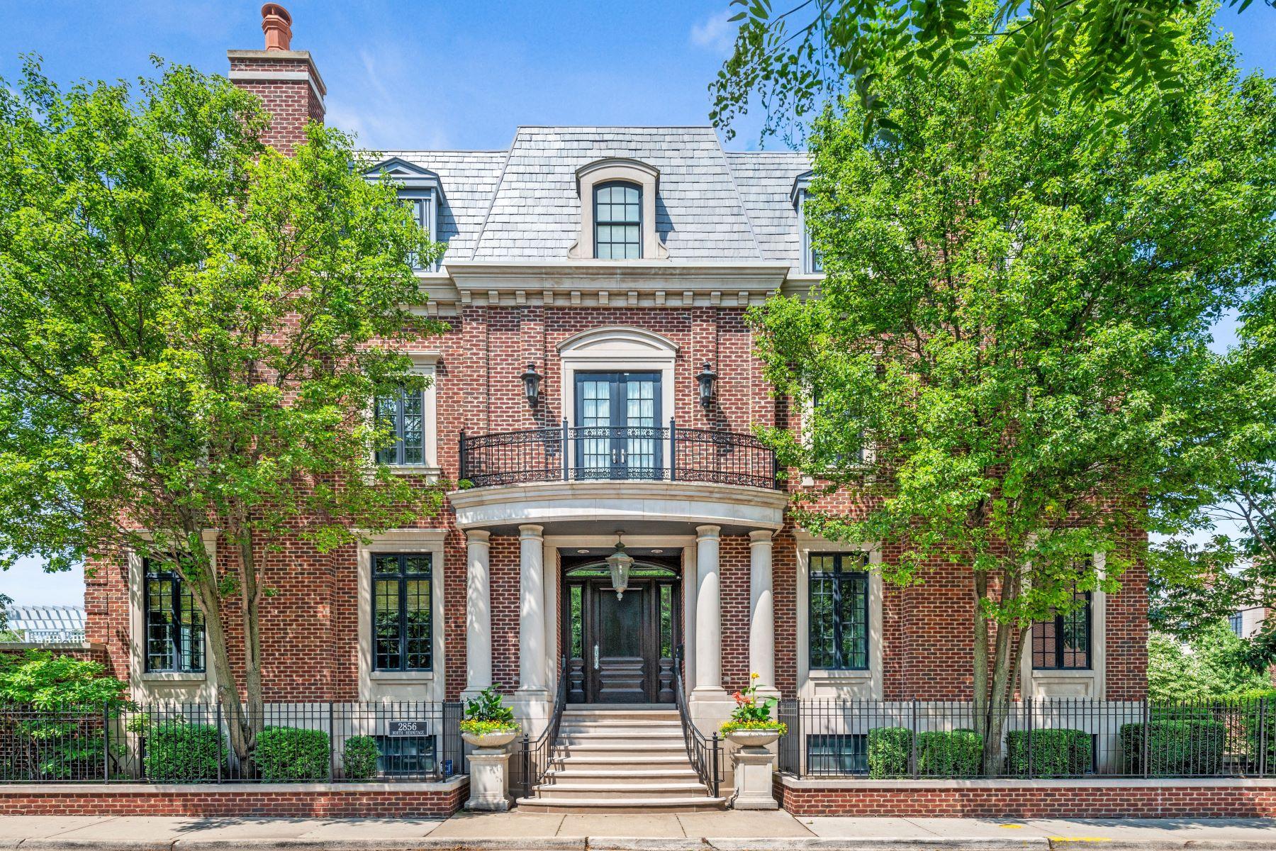 Single Family Homes för Försäljning vid An Architectural Masterpiece 2856 N Hermitage Avenue, Chicago, Illinois 60657 Förenta staterna