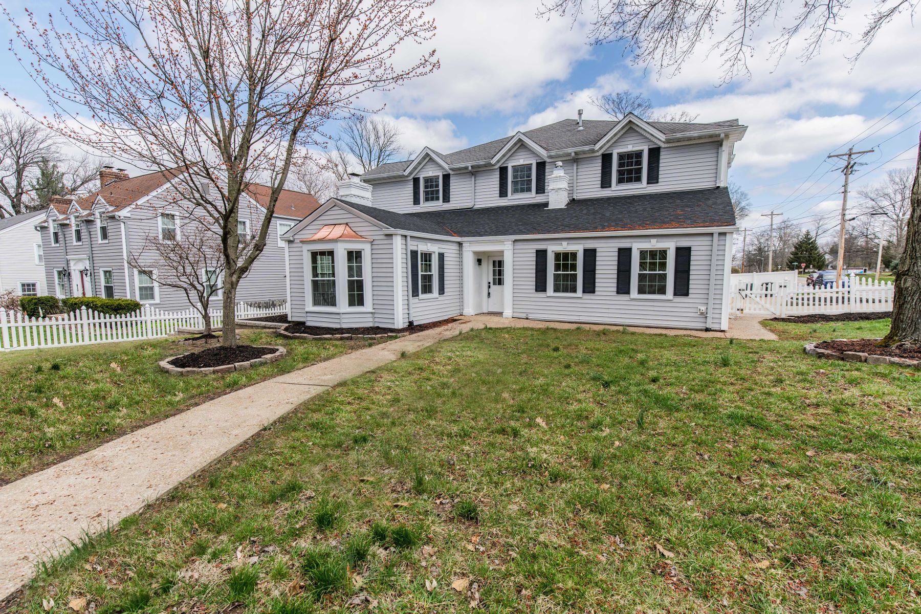 Single Family Homes for Active at Beautiful Kirkwood Home 2 Adams Lane Kirkwood, Missouri 63122 United States