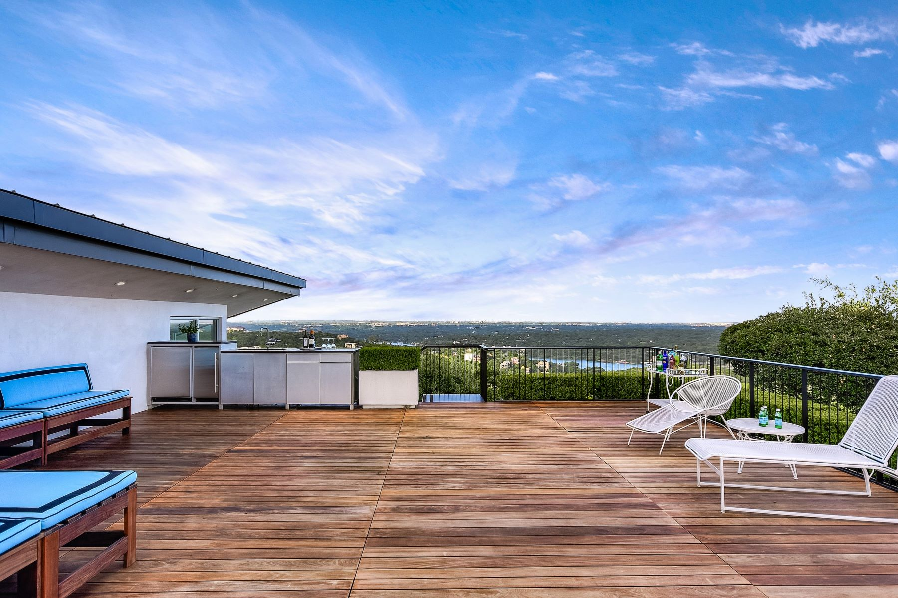 Additional photo for property listing at Thoughtfully Designed Westlake Contemporary 1404 Wild Cat Hollow Austin, Texas 78746 United States