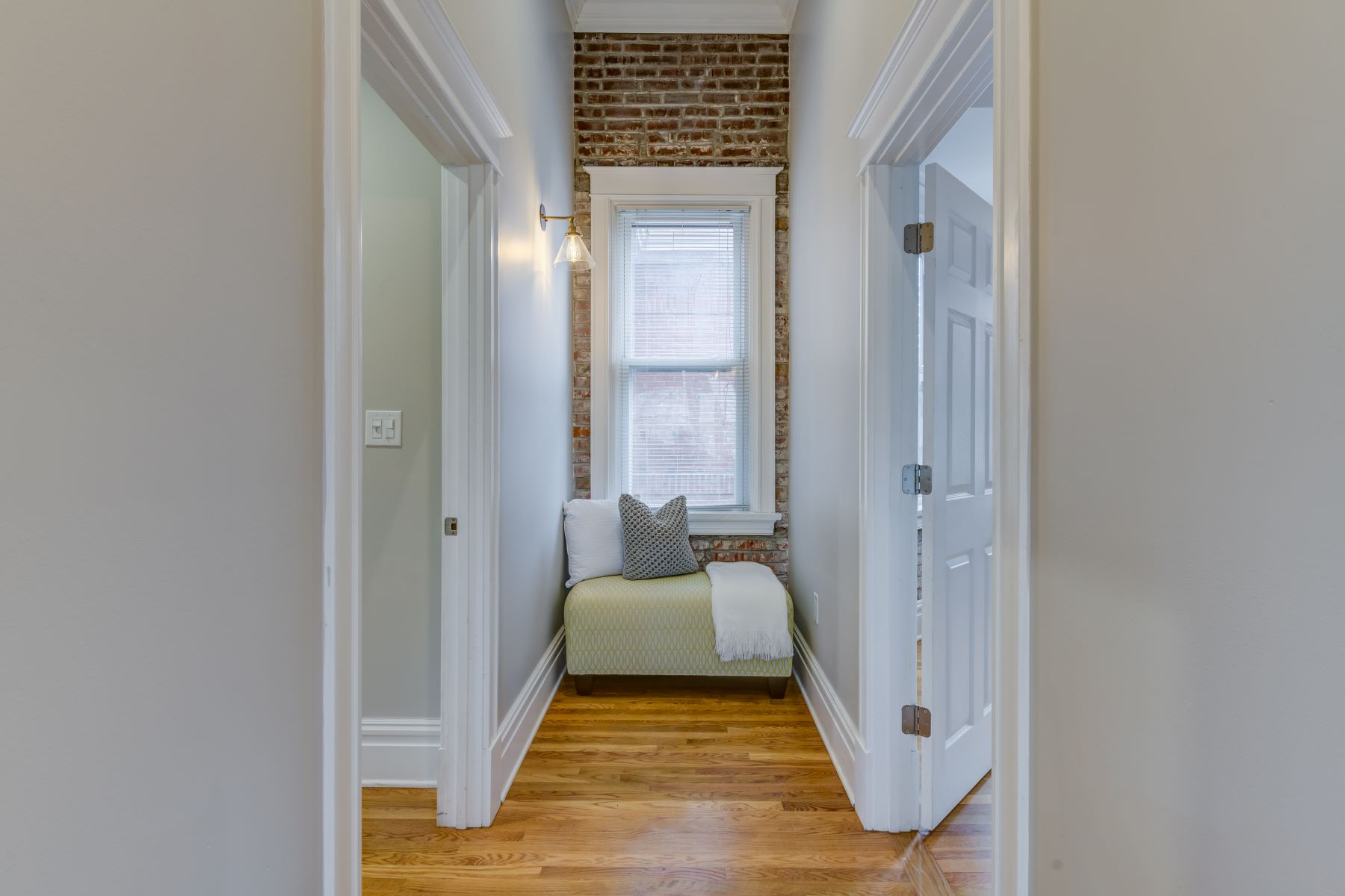 Additional photo for property listing at 380 North Taylor Avenue, St. Louis, MO 63108 380 North Taylor Avenue #3S St. Louis, Missouri 63108 United States