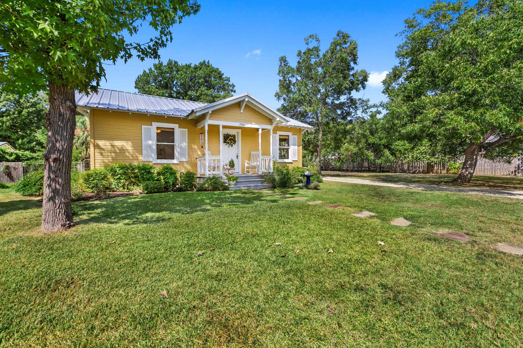 Single Family Homes for Sale at 1908 Knight Street, Georgetown, TX 78626 1908 Knight Street Georgetown, Texas 78626 United States