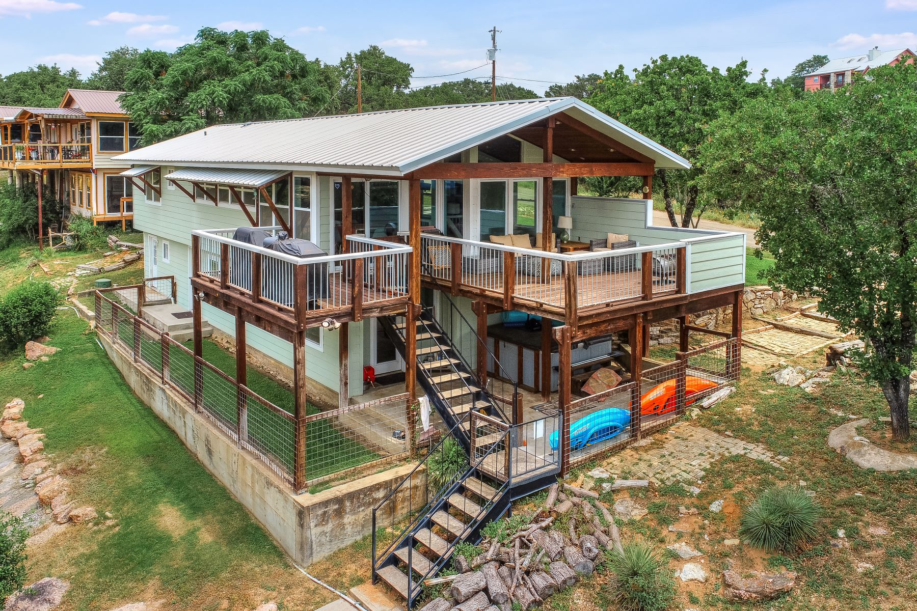 Single Family Homes por un Venta en Lake LBJ Waterfront Property with Boat Dock 1532 Hill Circle South Drive, Granite Shoals, Texas 78654 Estados Unidos