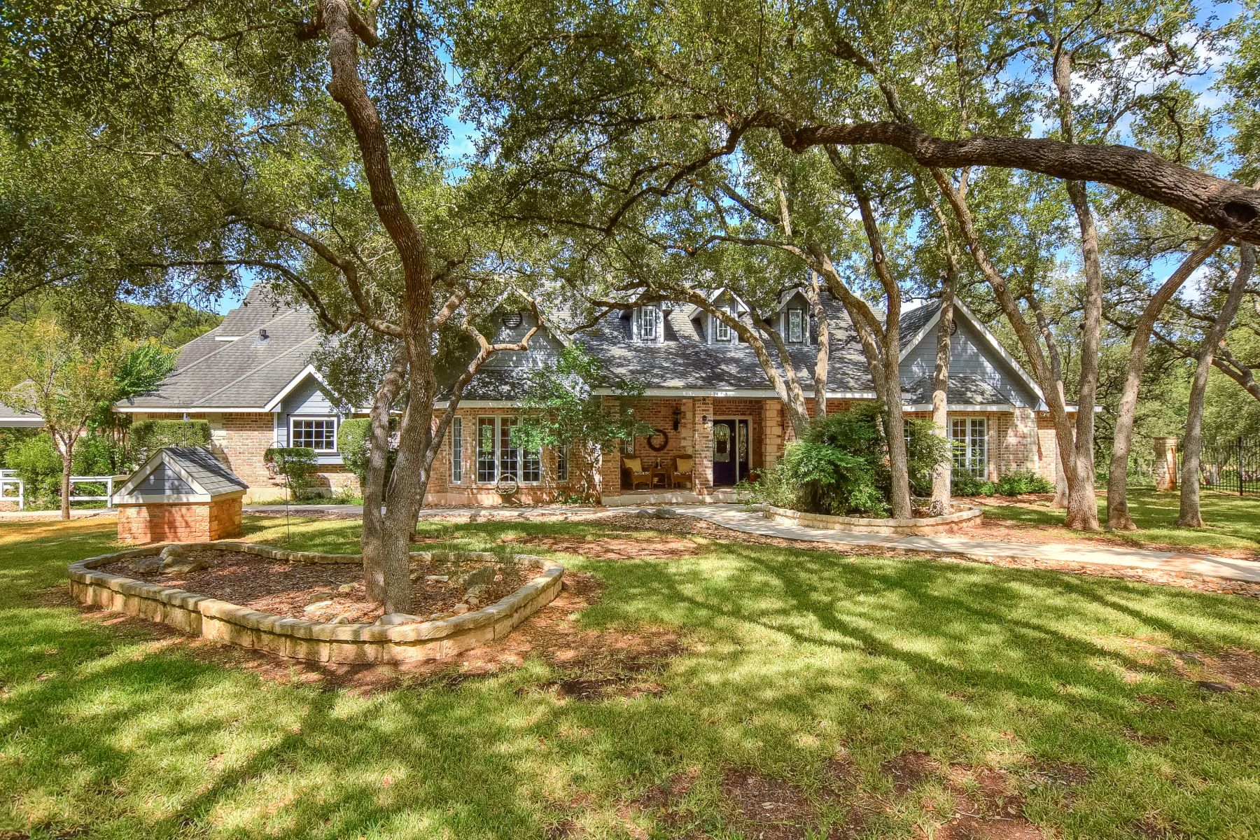 Single Family Homes pour l Vente à 200 Rancho Grande Drive, Wimberley, TX 78676 Wimberley, Texas 78676 États-Unis