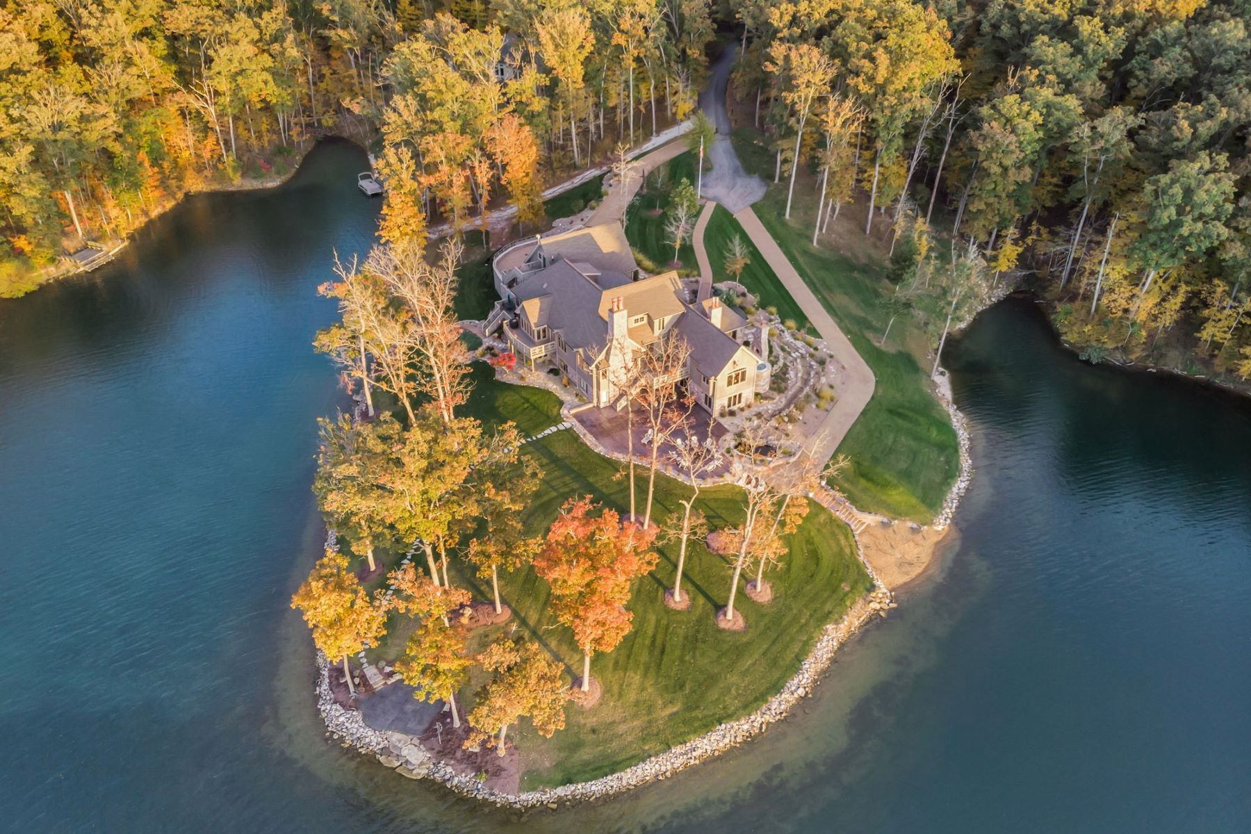 Additional photo for property listing at Luxury Lakefront Living on 3.5+ Acres! 2241 Alpine Run Drive Innsbrook, Missouri 63390 United States