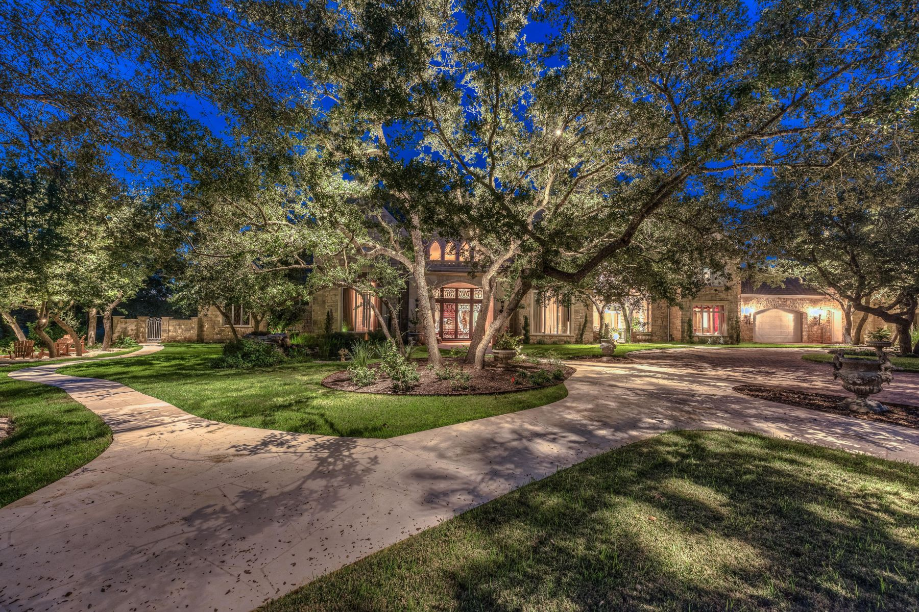 Additional photo for property listing at 8106 Chalk Knoll Dr, Austin 8106 Chalk Knoll Dr Austin, Texas 78735 United States