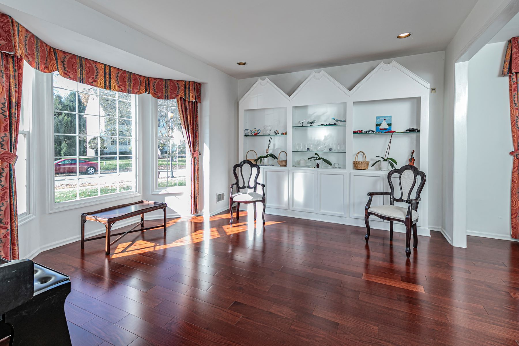 Additional photo for property listing at Just The Right Size in Brandon Farms 8 Larchmont Court, Pennington, 新澤西州 08534 美國