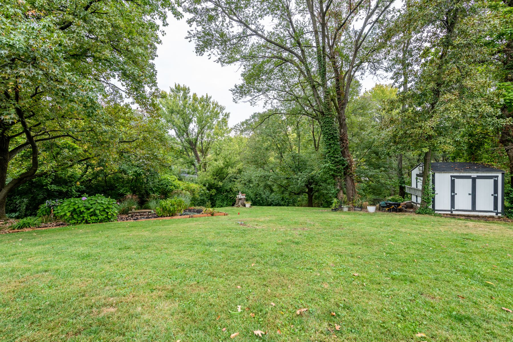 Additional photo for property listing at Charming Creve Coeur Two Story 11 Colonial Hills Parkway Creve Coeur, Missouri 63141 United States