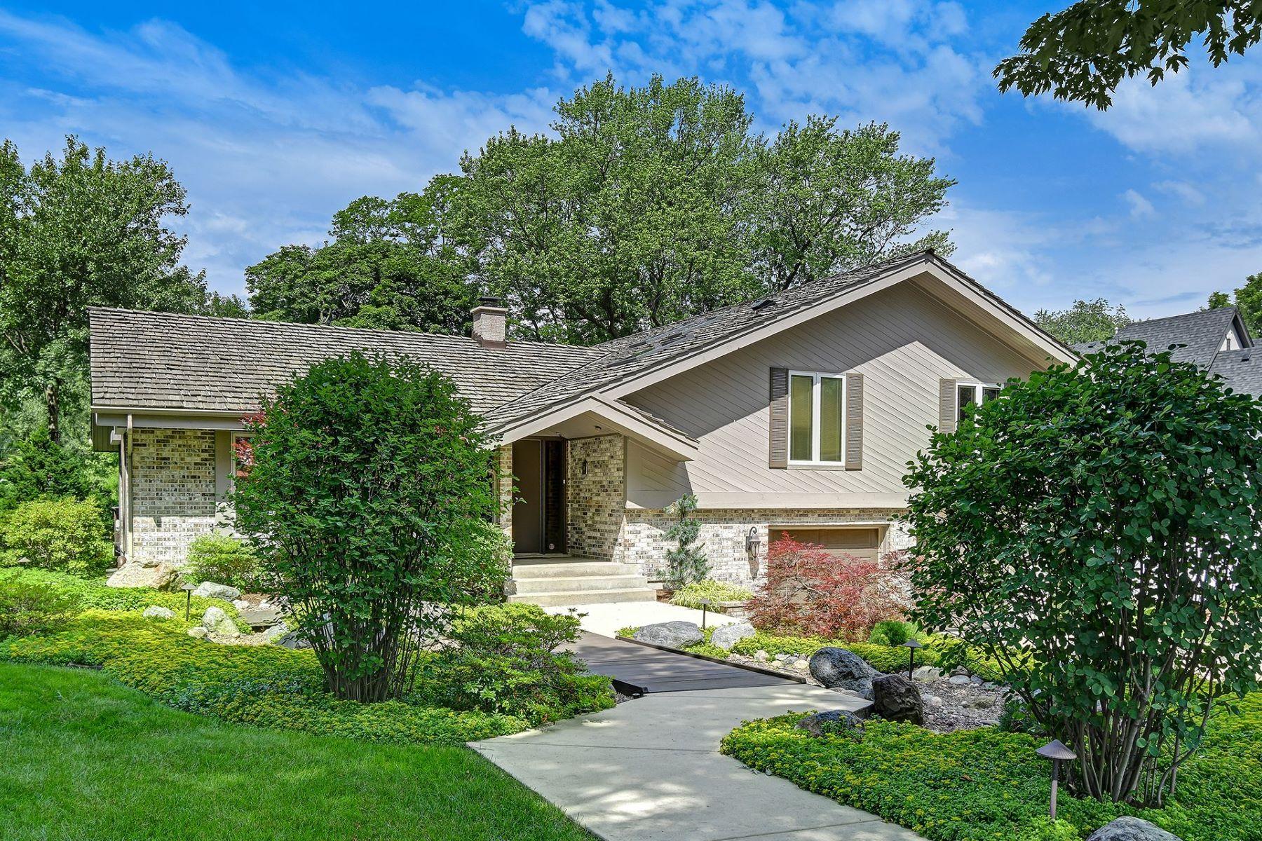 Single Family Homes för Försäljning vid 228 Coe Road, Clarendon Hills, IL 60514 Clarendon Hills, Illinois 60514 Förenta staterna