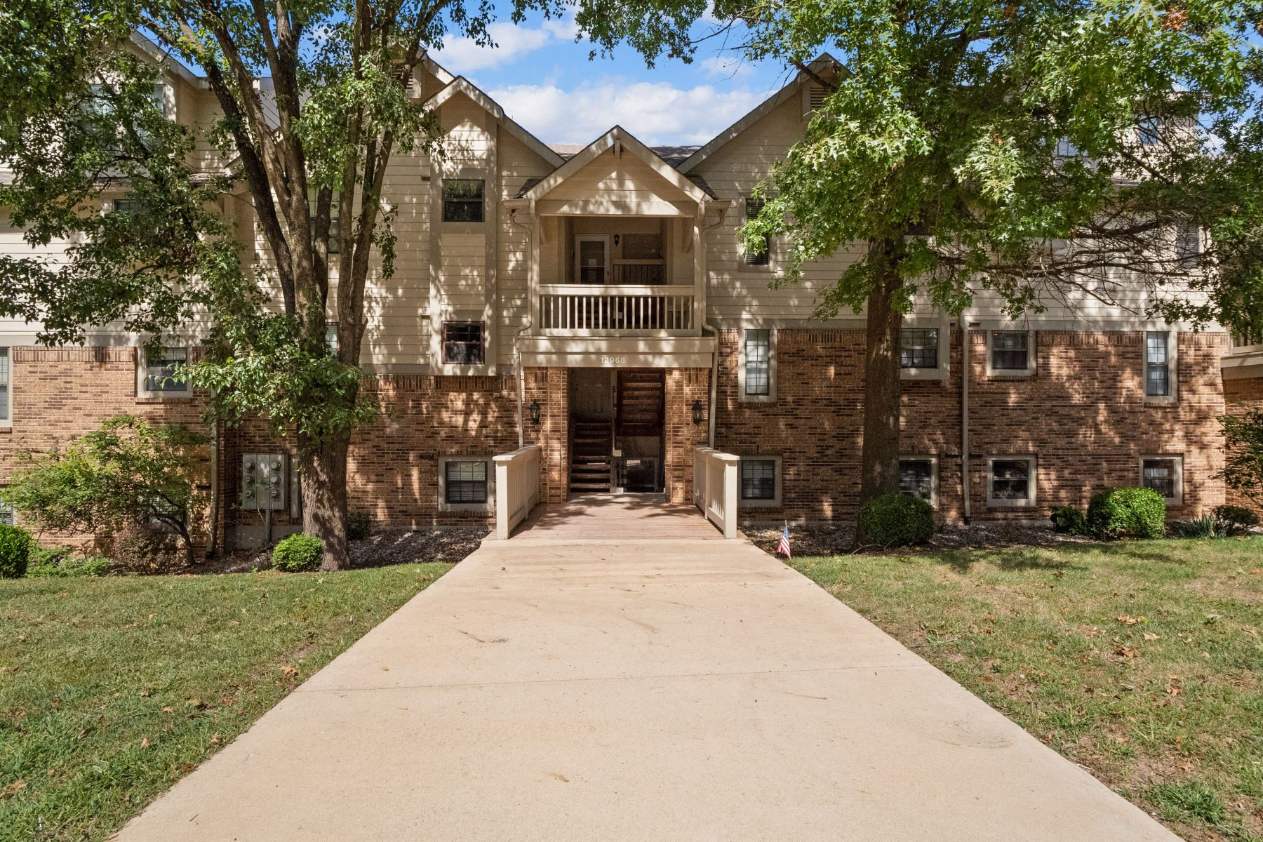Additional photo for property listing at Maryland Heights' Finest Condo 12968 Bryce Canyon Drive Unit F Maryland Heights, Missouri 63043 United States