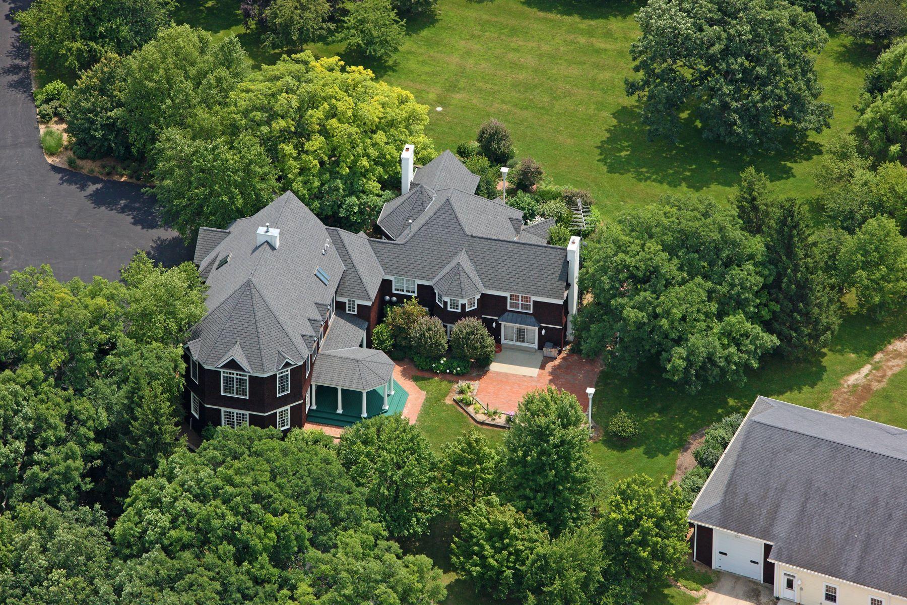 Single Family Homes для того Продажа на Stunning Cape Cod Estate 16556b County Line Road Capron, Иллинойс 61012 Соединенные Штаты