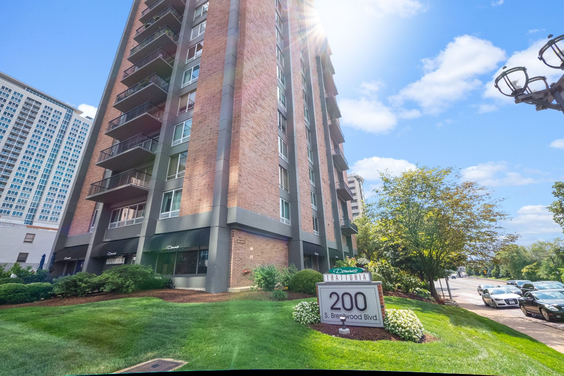 Property for Sale at Rare Opportunity for an Efficiency Condo in Clayton! 200 South Brentwood Boulevard Unit 2B, Clayton, Missouri 63105 United States