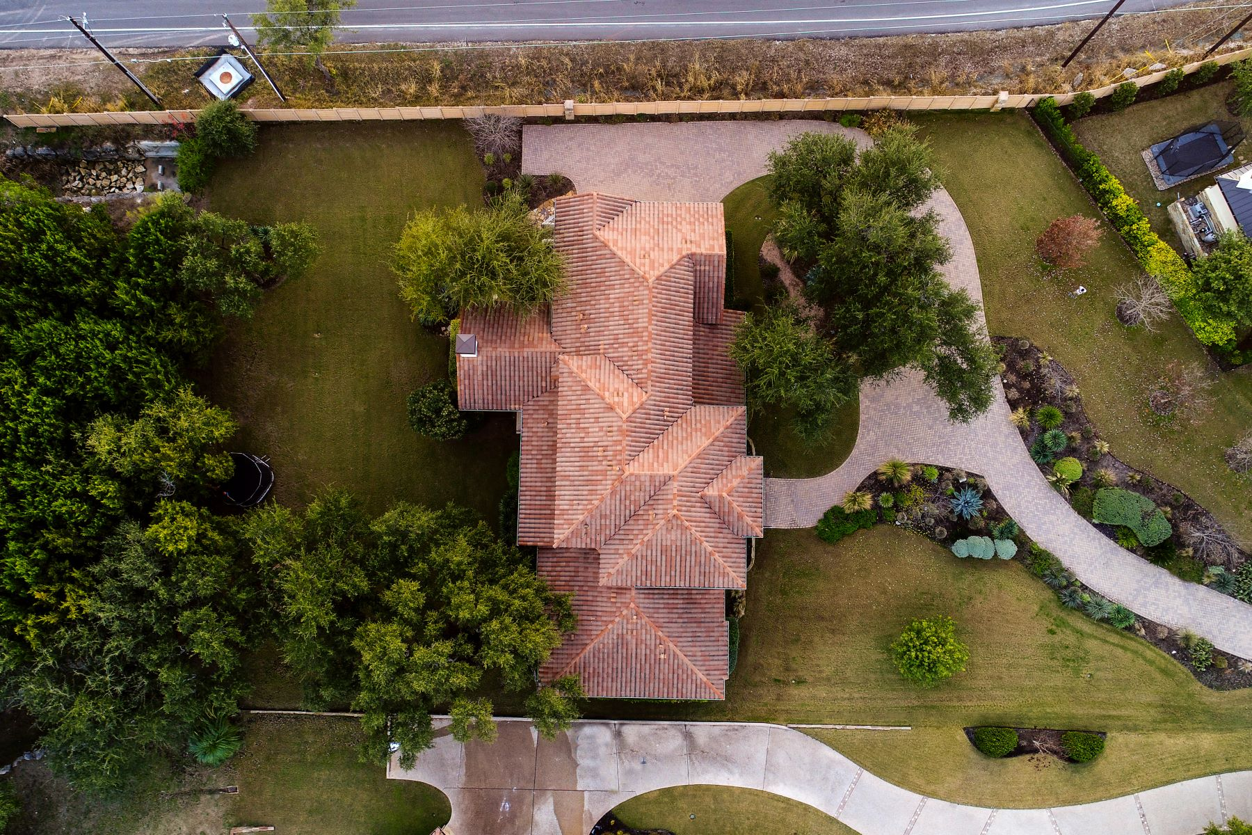 Additional photo for property listing at Sprawling Home Designed for Large Living 101 Black Wolf Run Austin, Texas 78738 United States