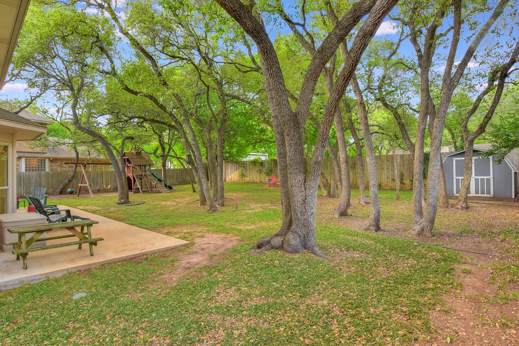 Additional photo for property listing at Upgraded, Beautiful Great Hills Home with Oversized Yard 5816 Miramonte Drive Austin, Texas 78759 United States