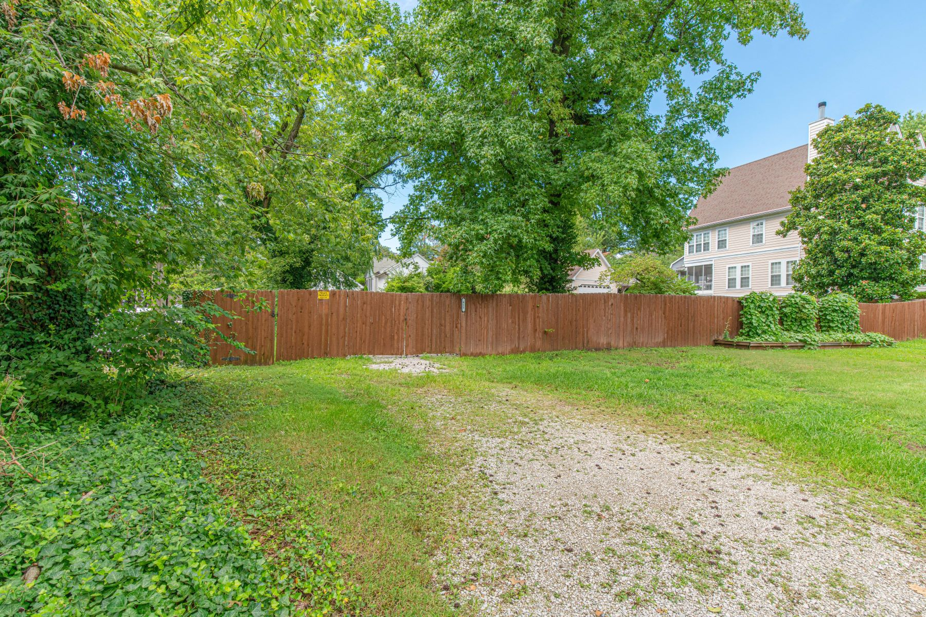 Additional photo for property listing at Rare double lot just steps from Downtown Clayton! 415 North Hanley Road University City, Missouri 63130 United States