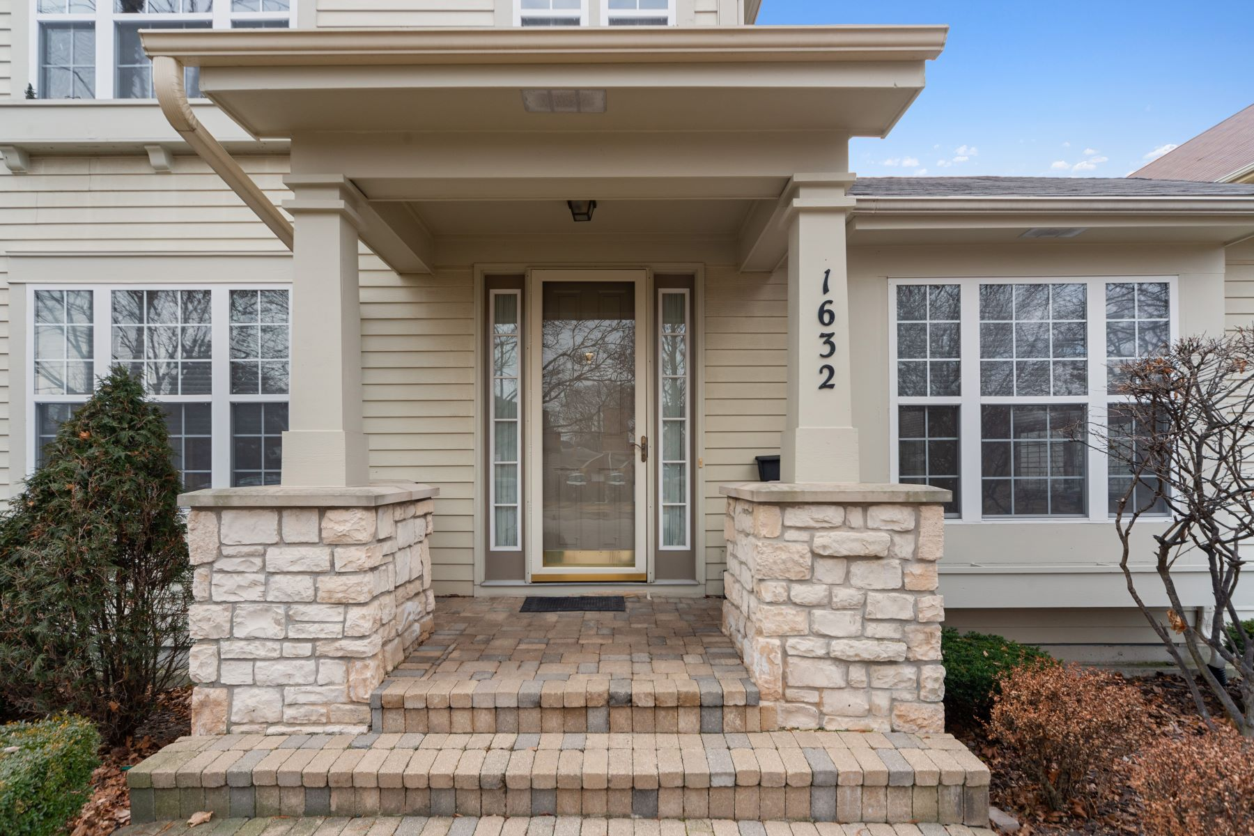 Single Family Homes for Active at Wonderful One Owner Park Ridge Home 1632 Canfield Road Park Ridge, Illinois 60068 United States