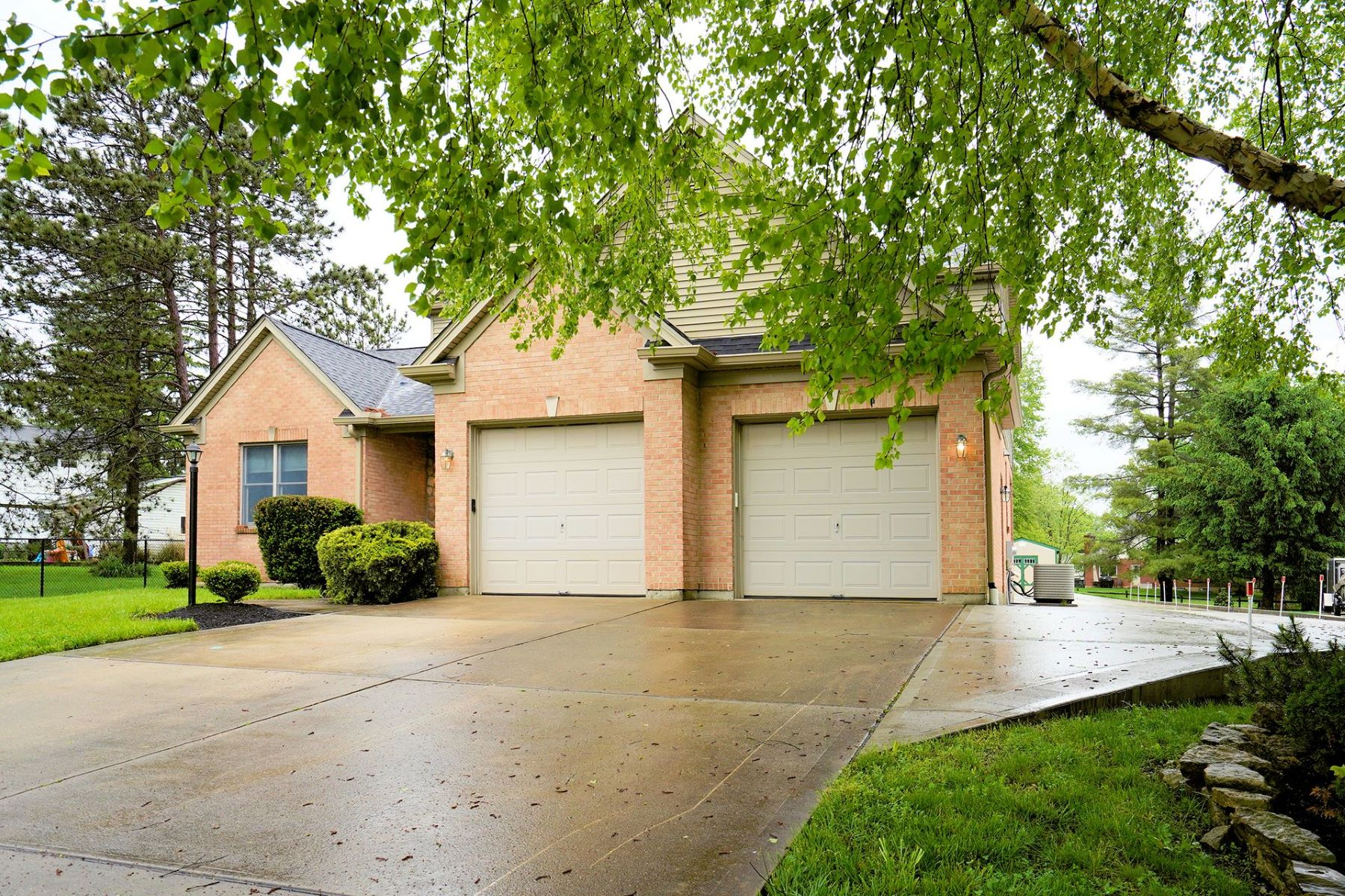 Single Family Homes 为 销售 在 Come See this lovely home 316 Whispering Pines Drive Loveland, 俄亥俄州 45140 美国