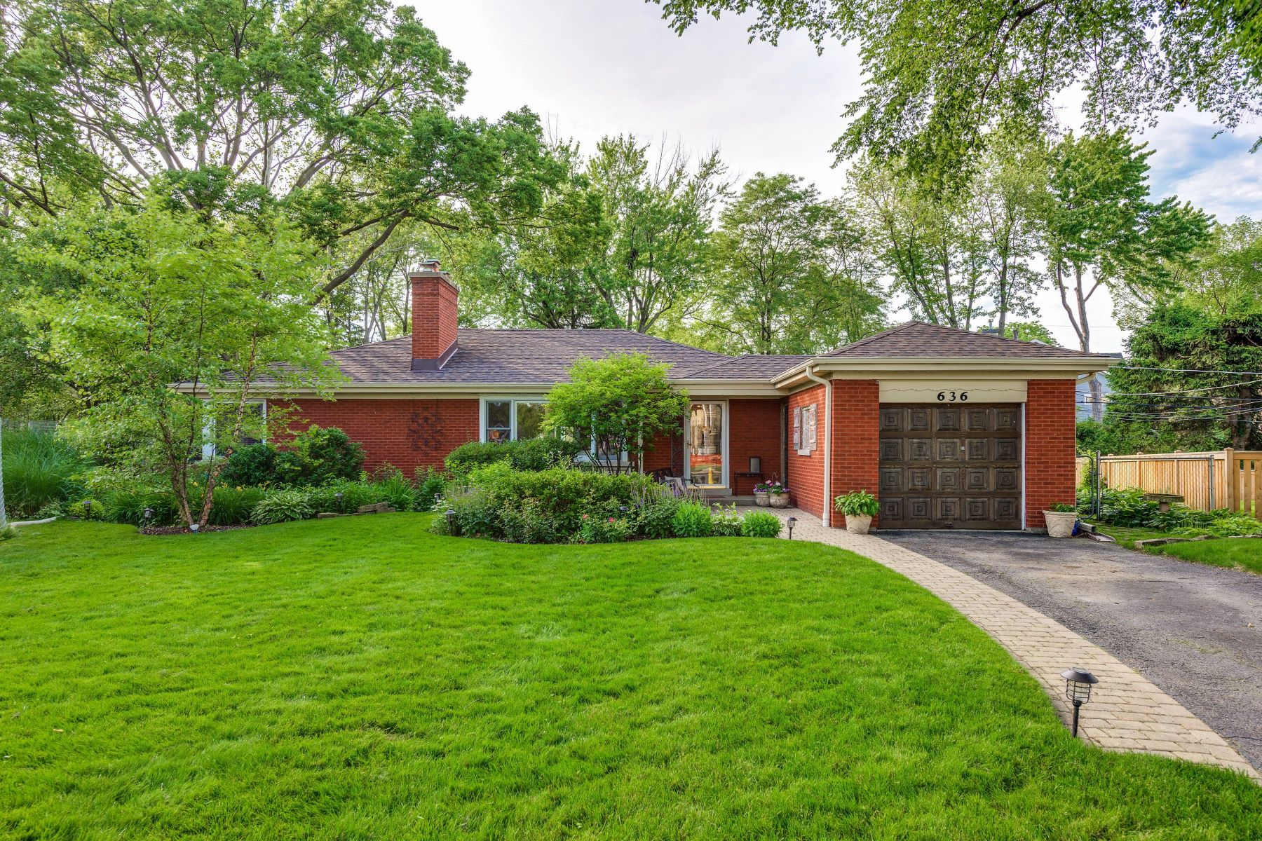 Single Family Homes 용 매매 에 Adorable Ranch Home 636 Garden Court Northfield, Glenview, 일리노이즈 60025 미국
