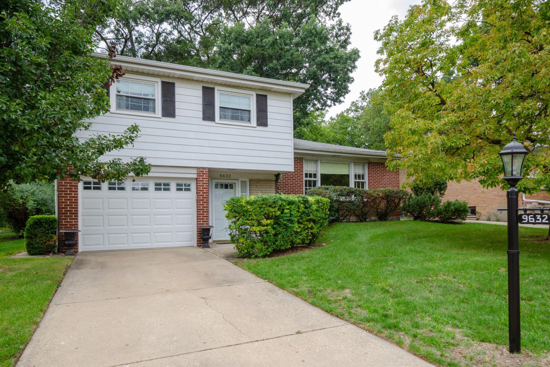 Single Family Homes for Active at Pristine tri-level 9632 S Kildare Avenue Skokie, Illinois 60076 United States