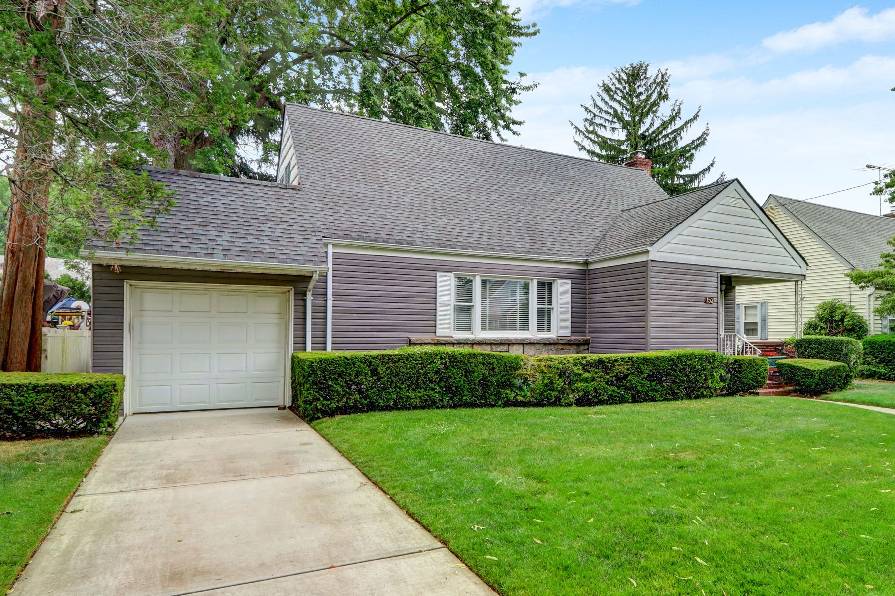 Single Family Homes 為 出售 在 153 E Cherry St, Floral Park, Ny, 11001 Floral Park, 纽约 11001 美國