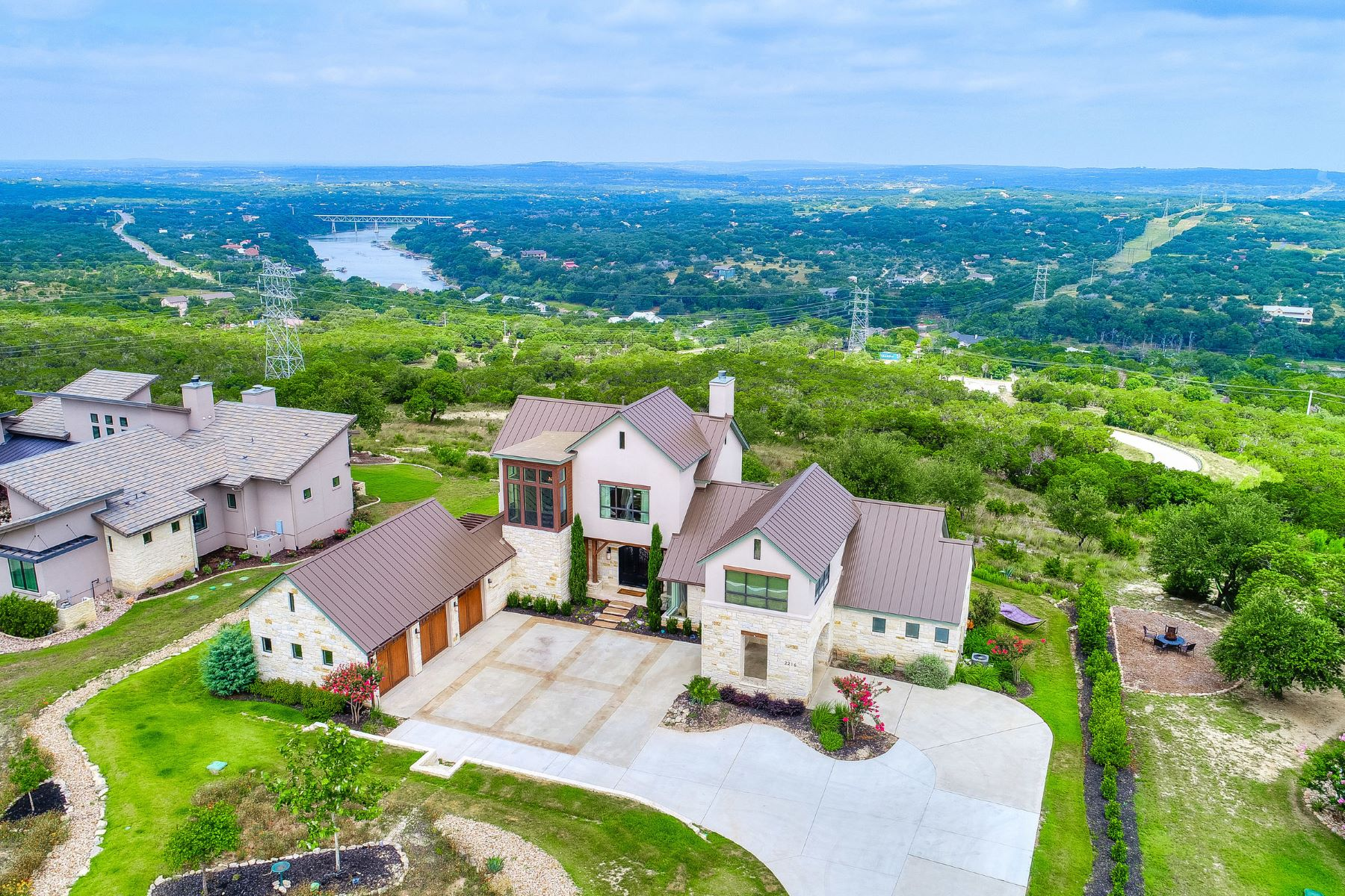 Single Family Homes for Active at 2216 Moonlight Trace, Spicewood, TX 78669 2216 Moonlight Trace Spicewood, Texas 78669 United States