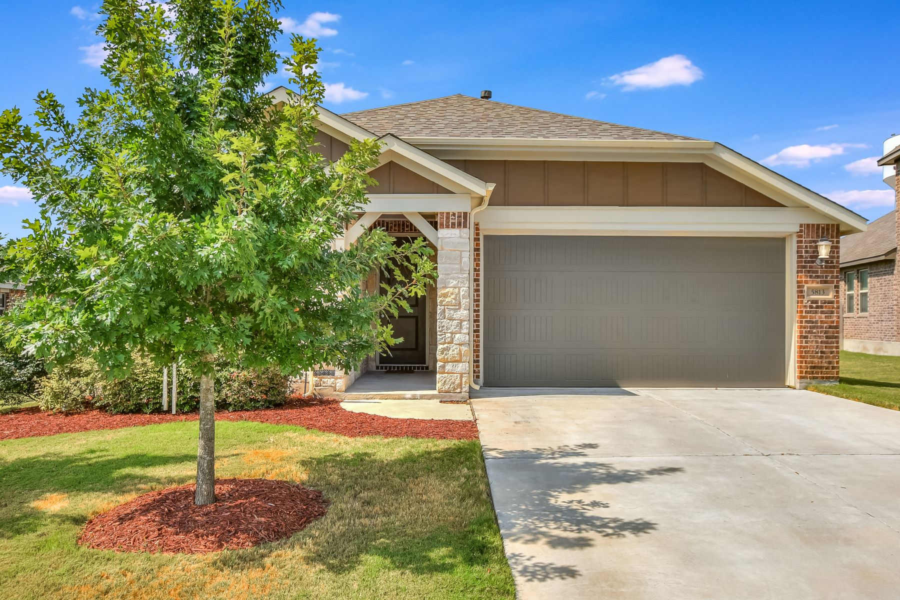 Single Family Homes for Active at 5813 Casstello Drive, Round Rock, TX 78665 5813 Casstello Drive Round Rock, Texas 78665 United States