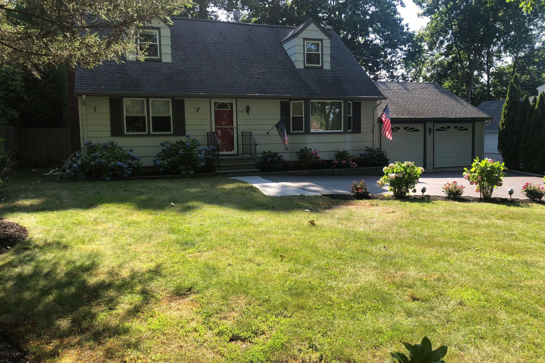 Single Family Homes 為 出售 在 107 Catherine St, E. Northport, Ny, 11731 East Northport, 纽约 11731 美國