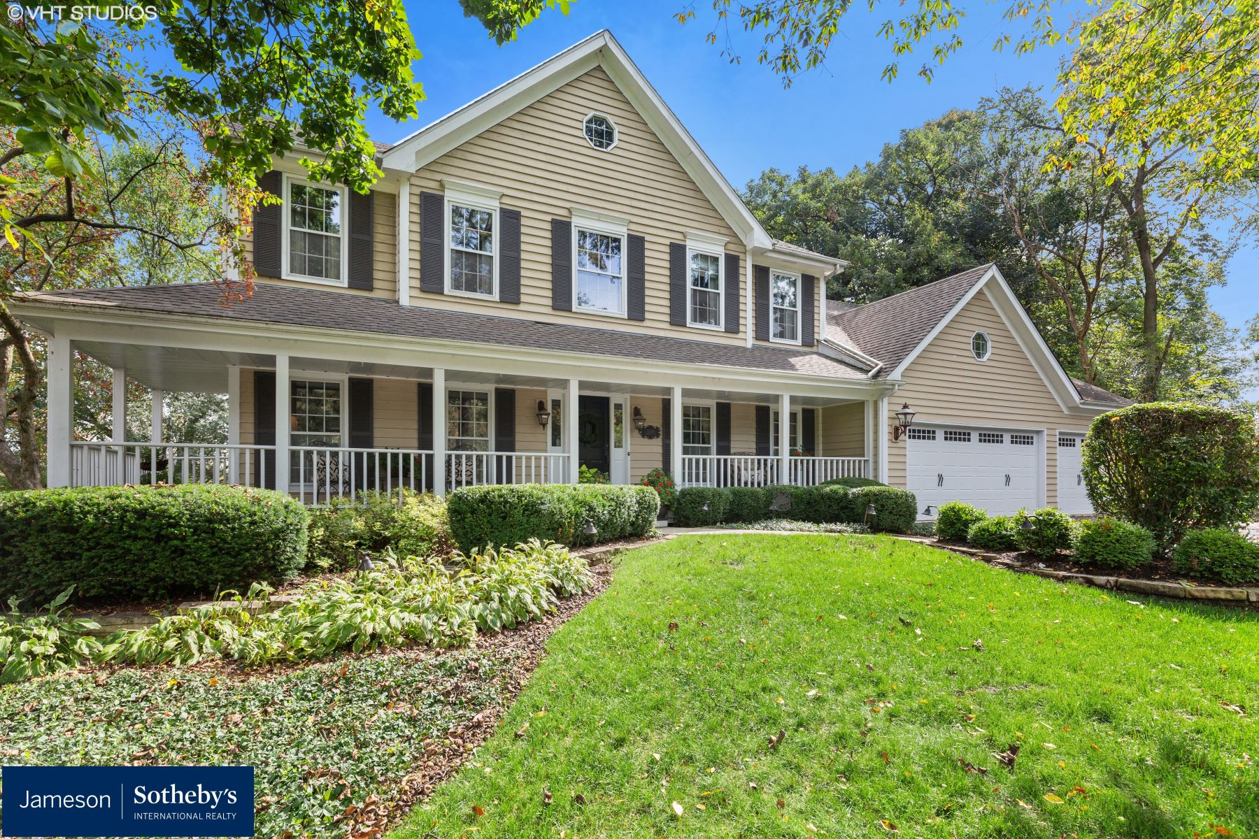 Single Family Homes voor Verkoop op Custom built Durwood home 1286 Eagle Court, Bartlett, Illinois 60103 Verenigde Staten