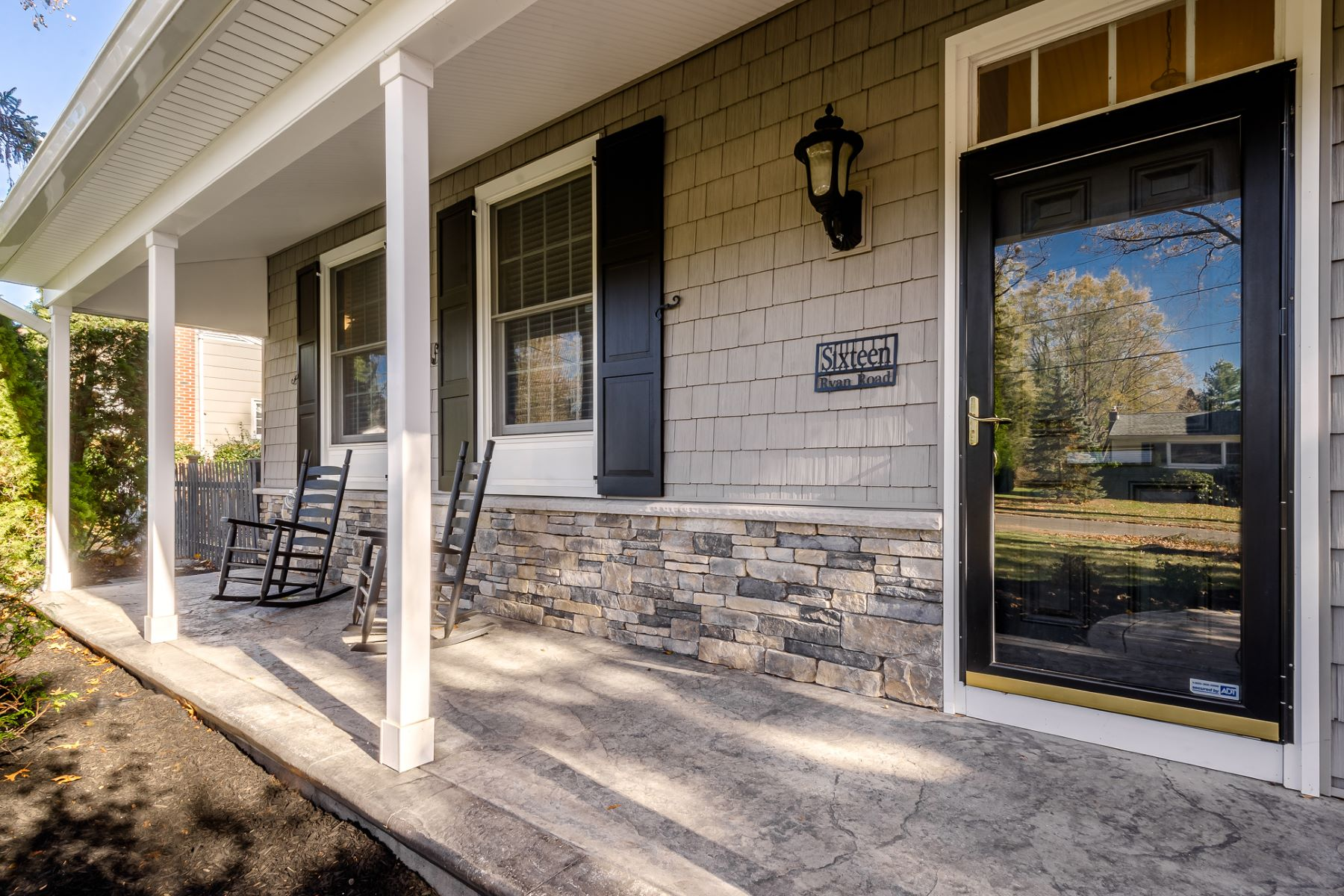 Additional photo for property listing at Completely Charming and Up-to-Date in Cranbury 16 Ryan Road, Cranbury, ニュージャージー 08512 アメリカ