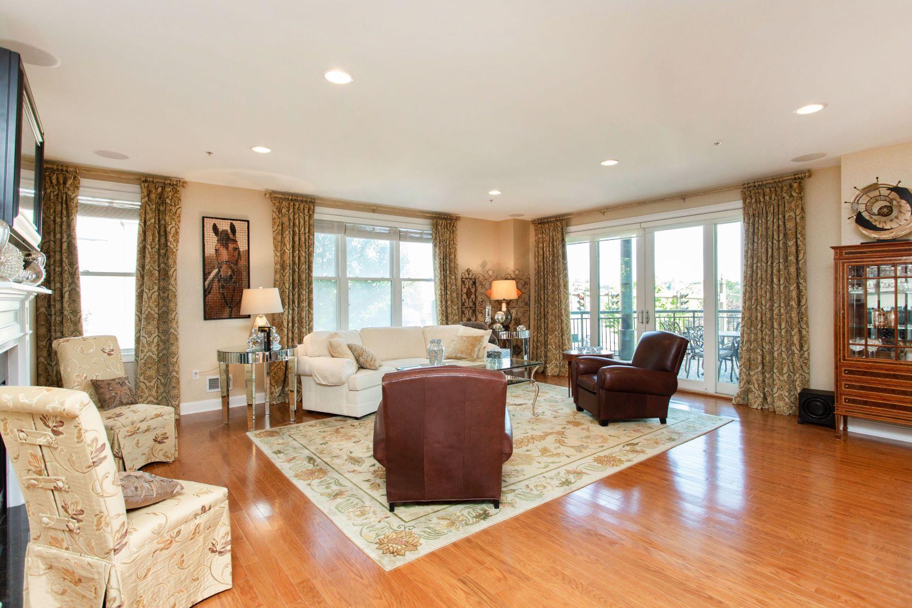 Single Family Homes 為 出售 在 Luxury Downtown Living 87 Railroad Place, #204, Saratoga Springs, 纽约 12866 美國