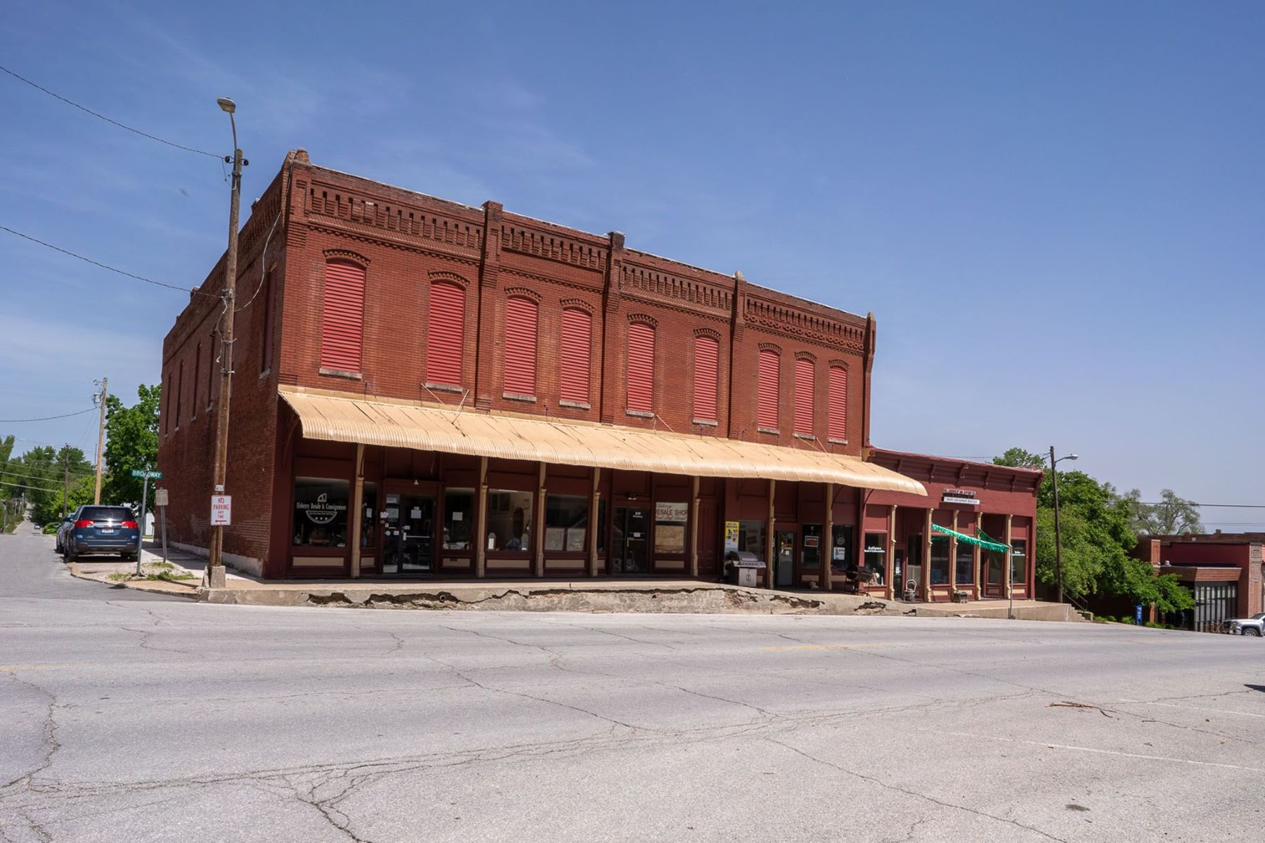 Additional photo for property listing at Commercial Retail Space for Sale 315 Broadway Street Unit 315, 317, 319 and 321 Elsberry, Missouri 63343 United States