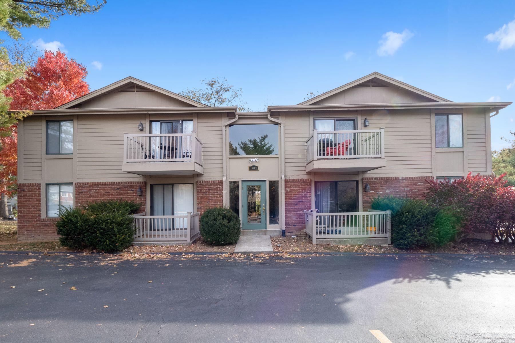 Condominiums for Sale at Charming Kirkwood Condo! 1104 Mariedale Court #A Kirkwood, Missouri 63122 United States