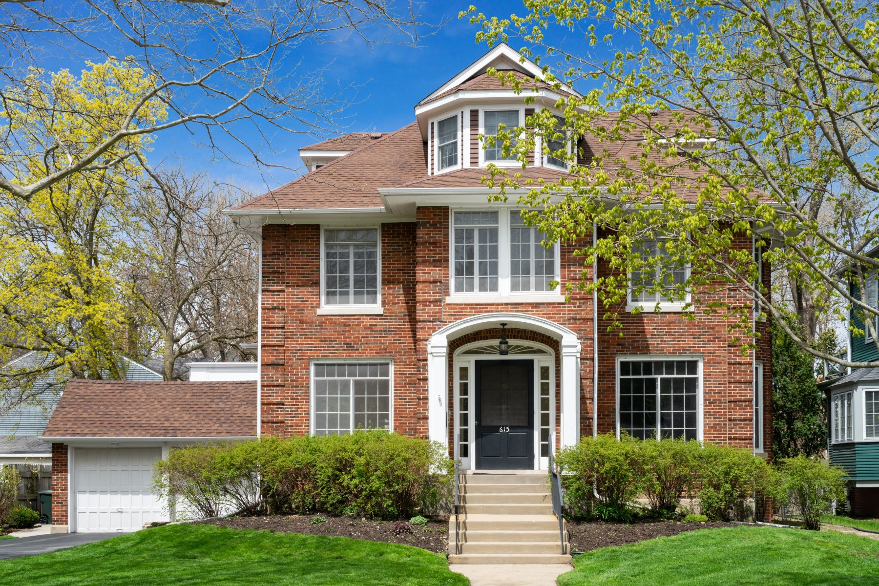 Single Family Homes 용 매매 에 Stately Brick Home 615 Cherry Street, Winnetka, 일리노이즈 60093 미국