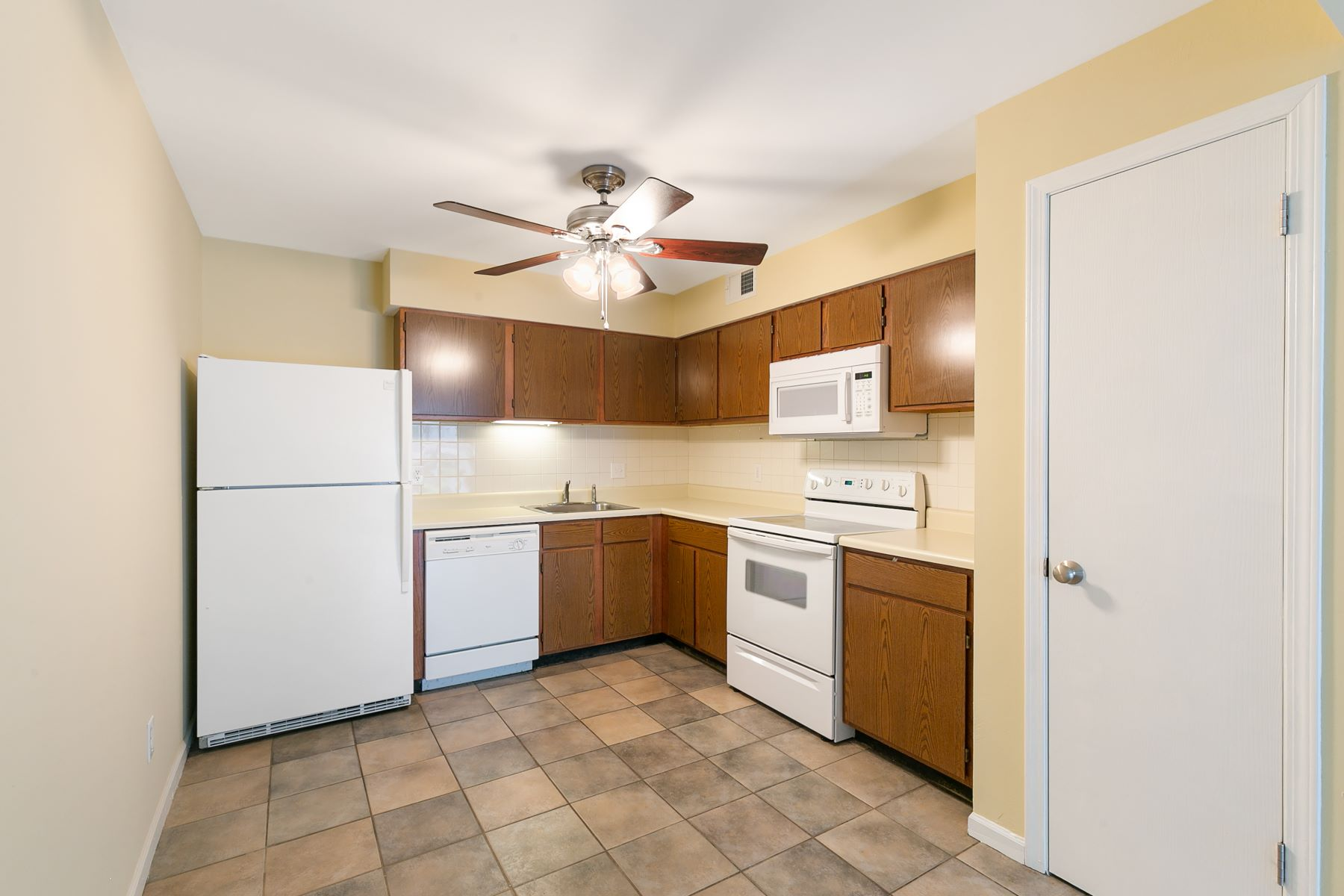 Additional photo for property listing at Fulfill Your Dream of Owning a Home 1210 Creve Coeur Crossing Lane Unit H Chesterfield, Missouri 63017 United States