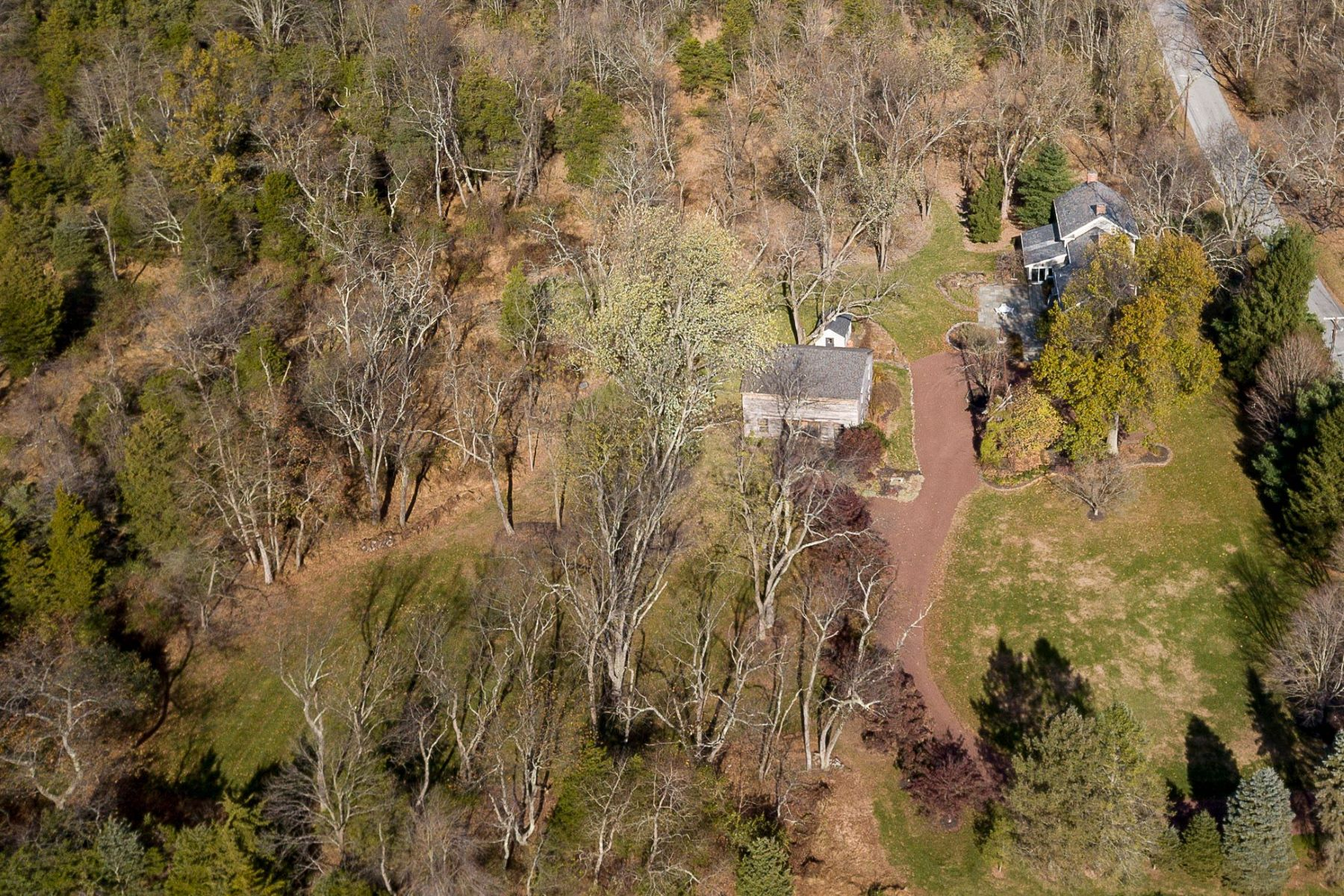 Additional photo for property listing at Expanded Colonial and A Party Barn Brim With Americana Style 1094 Barley Sheaf Road, Flemington, Nueva Jersey 08822 Estados Unidos
