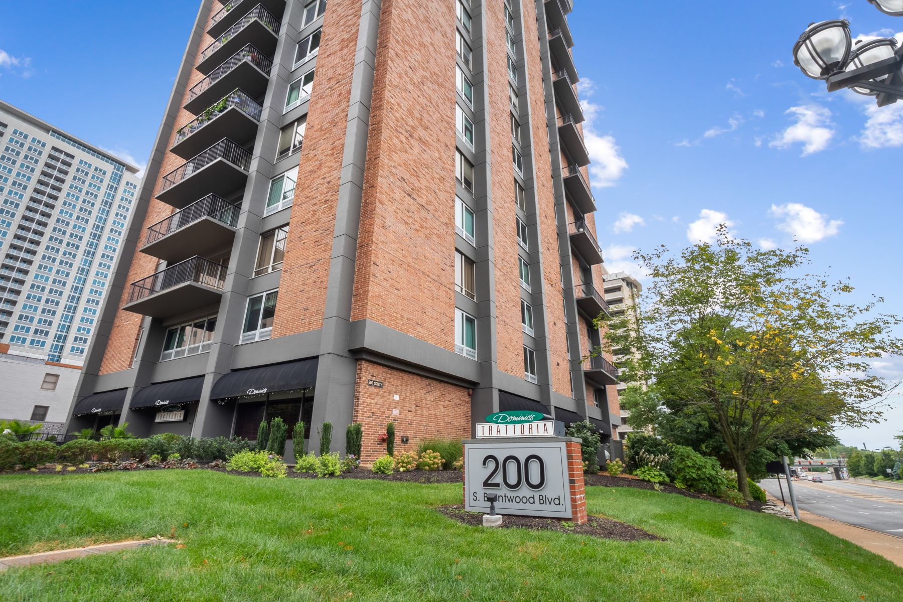Condominiums for Sale at City Pied-A-Tierre Condo 200 South Brentwood Boulevard, Unit 2B Clayton, Missouri 63105 United States