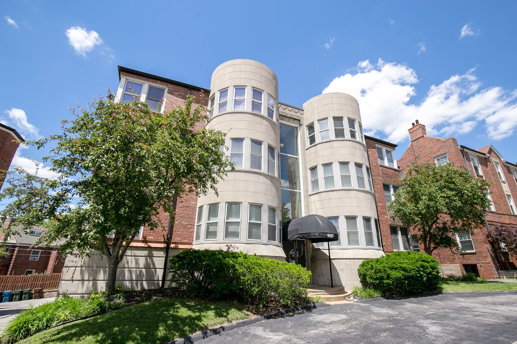 Property for Sale at Fresh and newly-renovated 3 bedroom condo in Clayton! 907 South Hanley Road #3 Clayton, Missouri 63105 United States