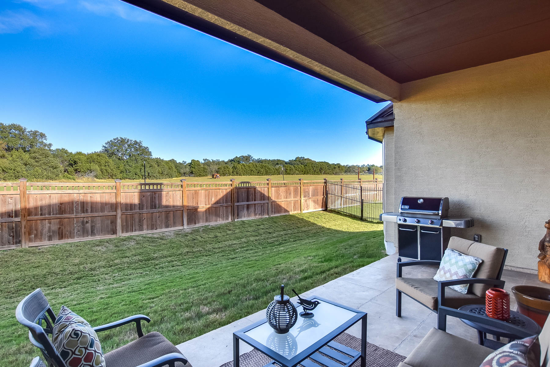 Additional photo for property listing at Meticulously Maintained Home in John Newcombe Estate 856 Boomerang Court New Braunfels, Texas 78132 United States