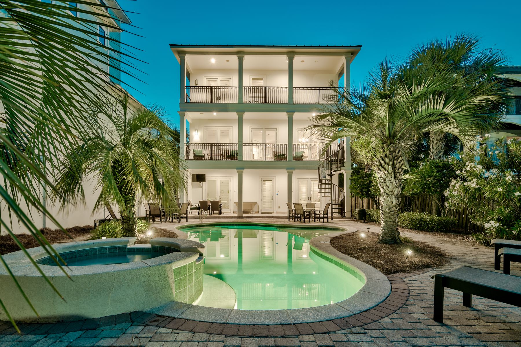 Single Family Homes für Verkauf beim Resort Style Home with Designer Interior and Gated Beach Access 52 Miami Street, Miramar Beach, Florida 32550 Vereinigte Staaten
