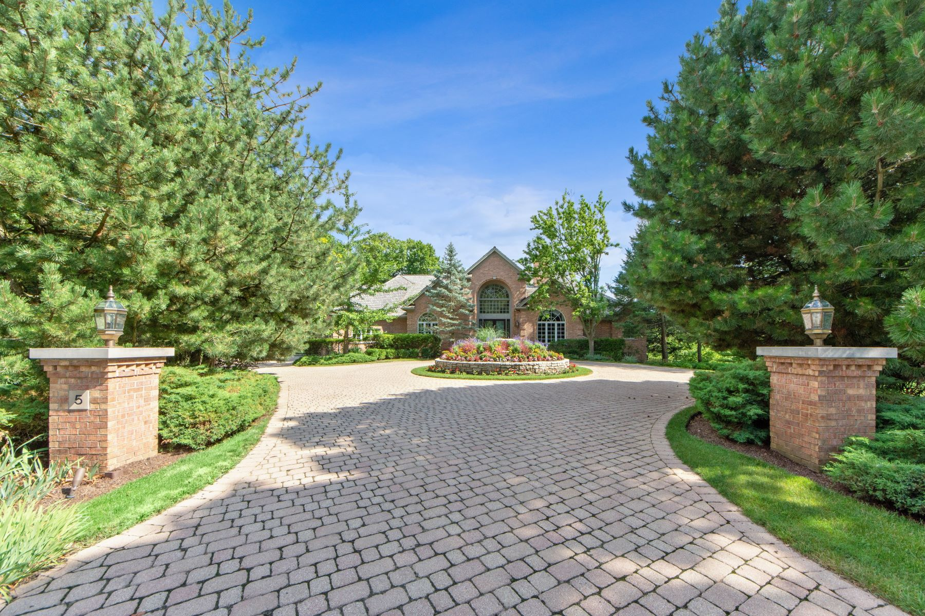 Single Family Homes for Active at Stunning and Spacious Barrington Home 5 Hillburn Court North Barrington, Illinois 60010 United States