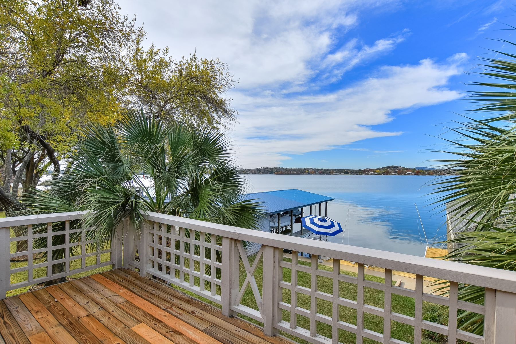 Additional photo for property listing at Ultimate Lake LBJ Retreat 130 Web Isle Drive Marble Falls, Texas 78654 United States