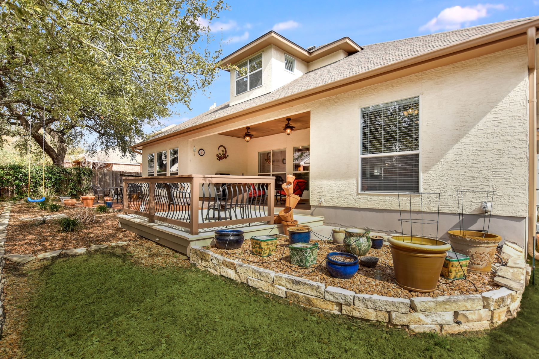 Additional photo for property listing at Stunning Spacious Home 25015 White Creek San Antonio, Texas 78255 United States
